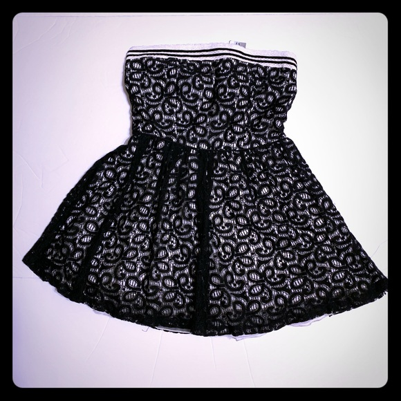 Hot Topic Dresses & Skirts - HOT TOPIC Black Lace Strapless Dress NWT [DR-23]